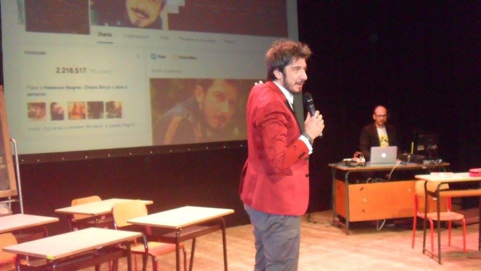 «Mettiamo i like su Facebook e non abbiamo il coraggio di dire che ci piace dal vivo». Paolo Ruffini