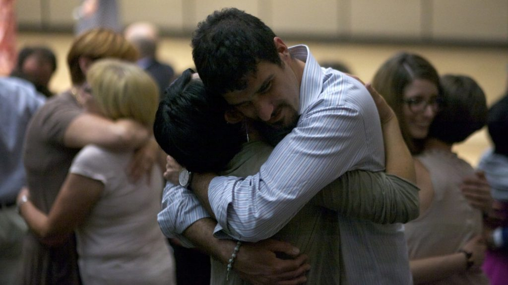 L'abbraccio è meraviglioso. Dai tutto, ricevi tutto