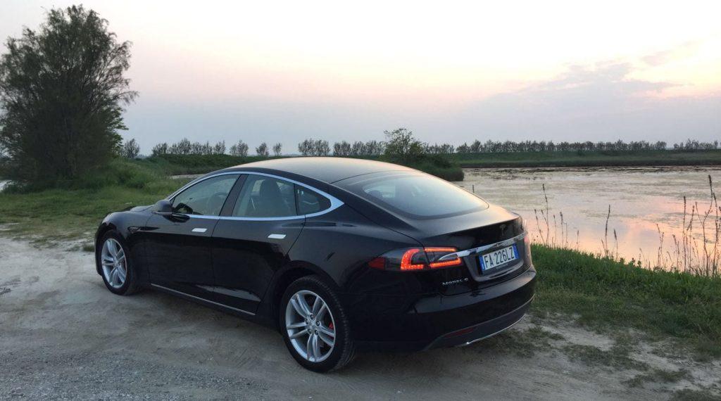 Una ricarica lunga 10mila chilometri  (In viaggio con il primo proprietario di una Tesla in Italia)