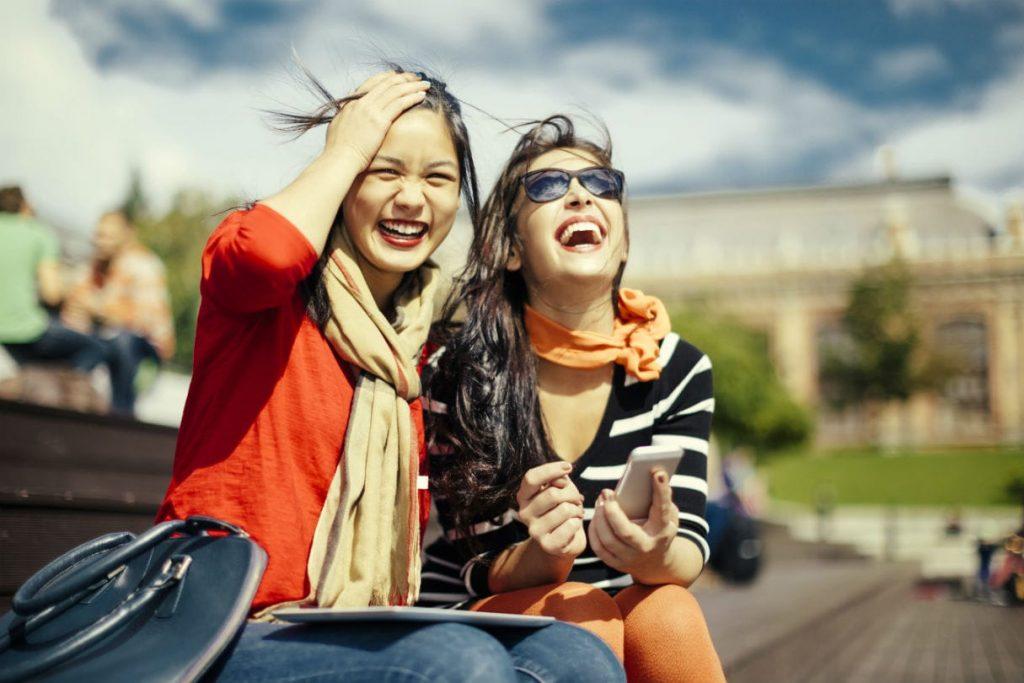 Una risata, il modo migliore per eliminare le distanze tra due persone