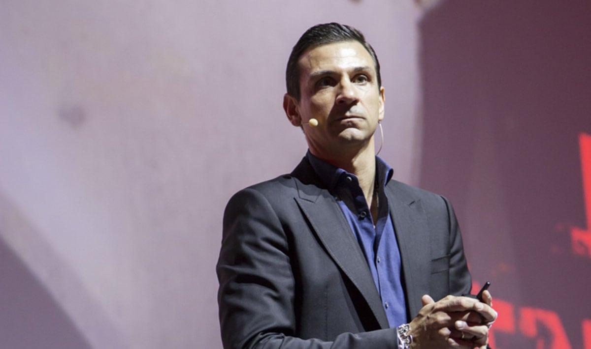 """Oscar Di Montigny a Bogotà per #Heroes: """"Economia 0.0 è gratitudine"""""""
