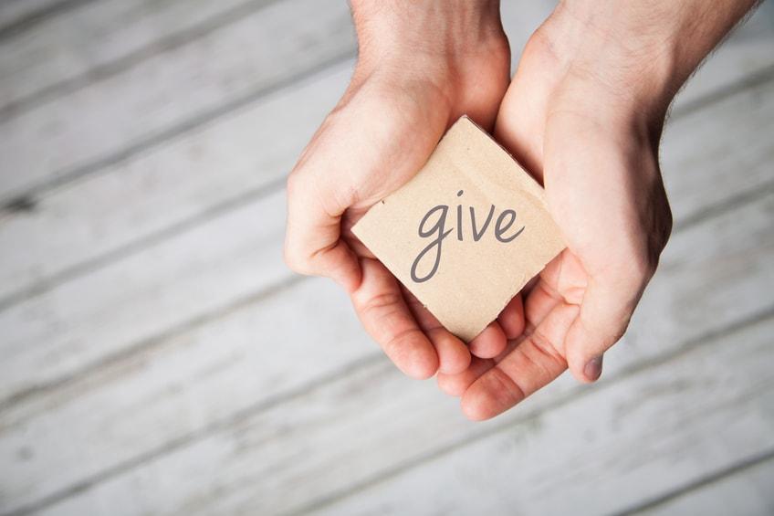 La carità comincia a casa propria, e la giustizia dalla porta accanto