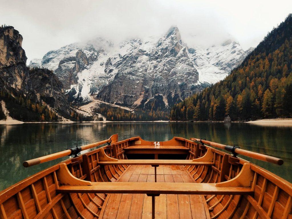 Due voci possenti ha il mondo: la voce del mare e la voce della montagna