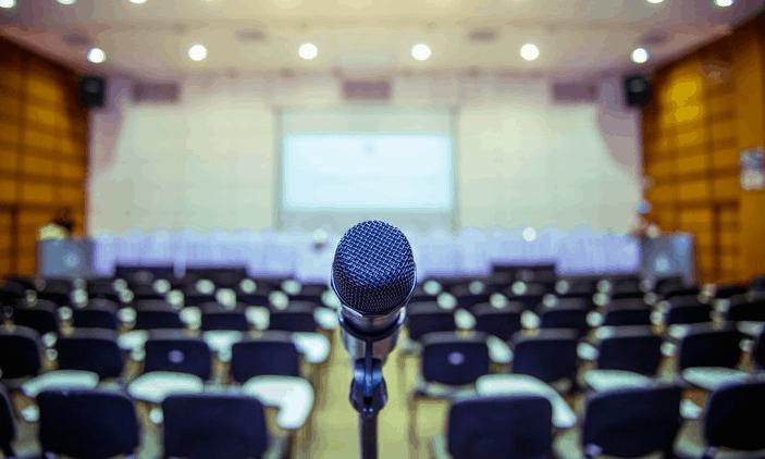 Quattro consigli pensati per chiunque abbia paura di parlare in pubblico