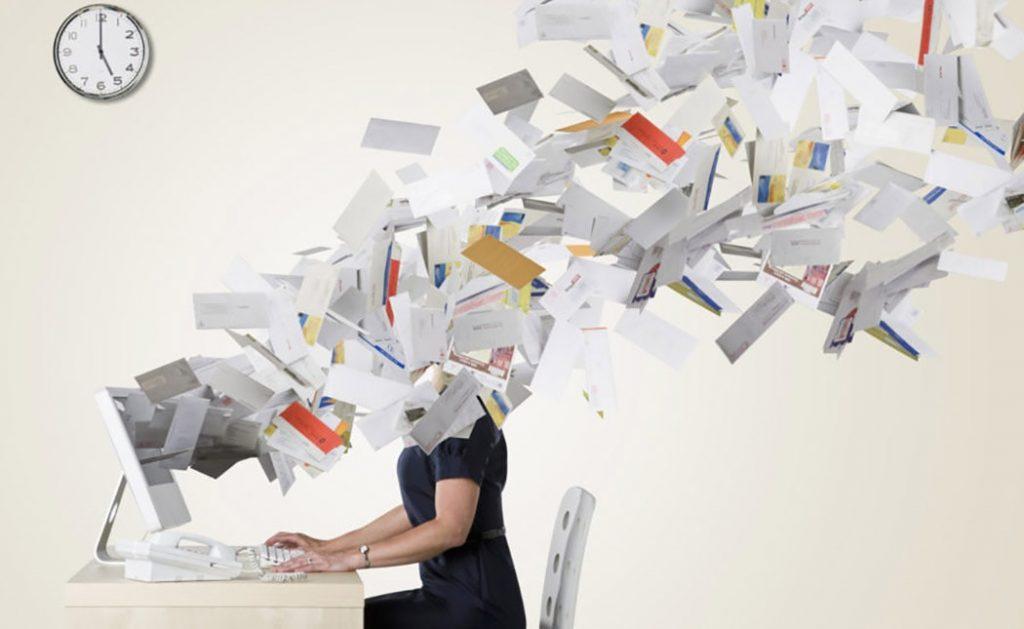 Quando scrivi una mail di lavoro, non commettere mai questi 10 errori