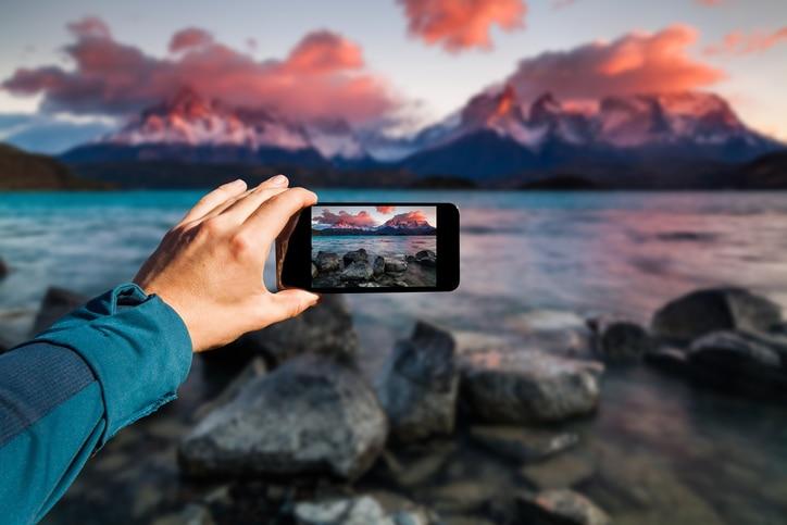 «Onlife»: perché smettere di distinguere vita online e offline (anche in vacanza)