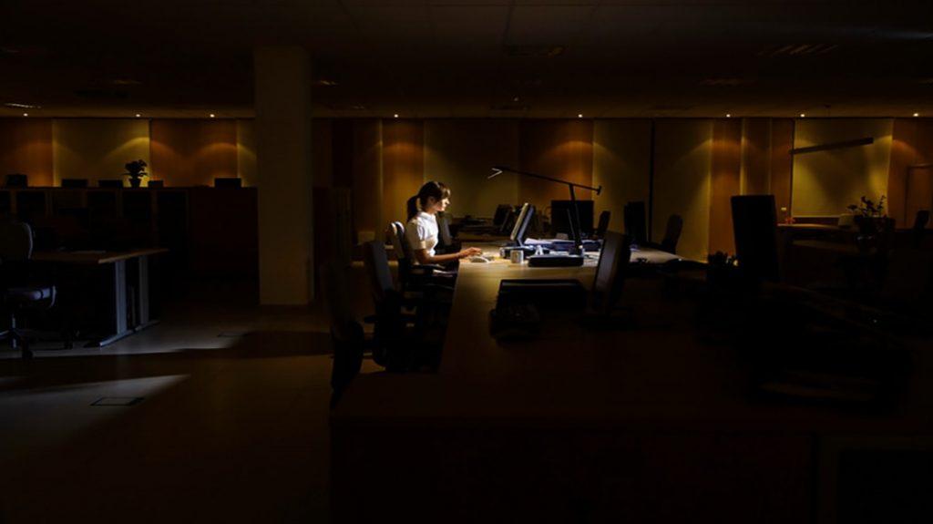 4 ragioni per cui lavorare fino a tardi è controproducente
