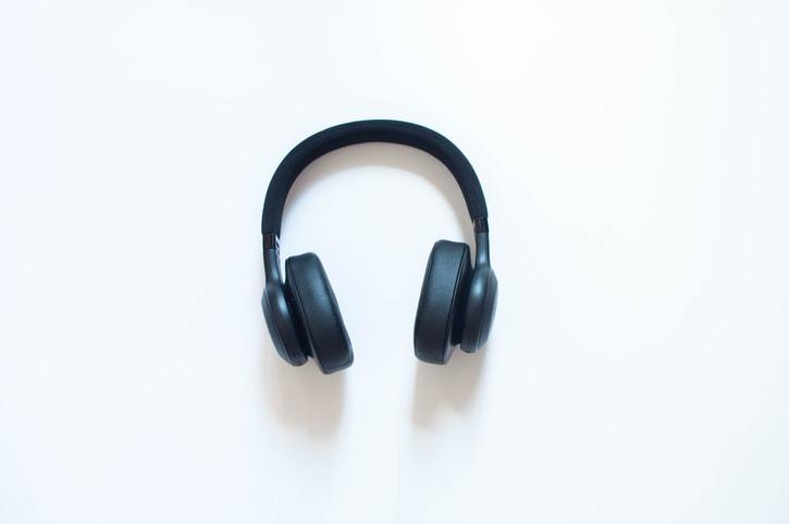 Ascoltare musica in ufficio può aumentare la tua produttività?