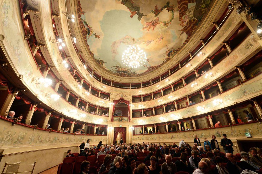 Giusy Versace a Correggio insegna l'arte della resilienza