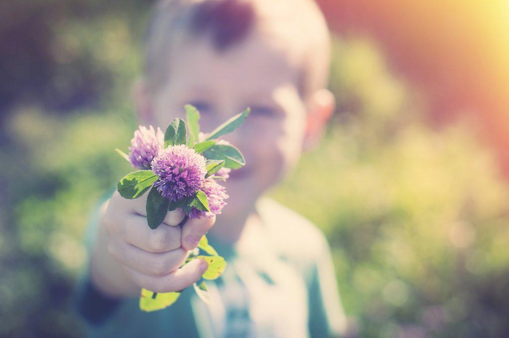 Perché essere gentili con i colleghi migliora il nostro stato d'animo