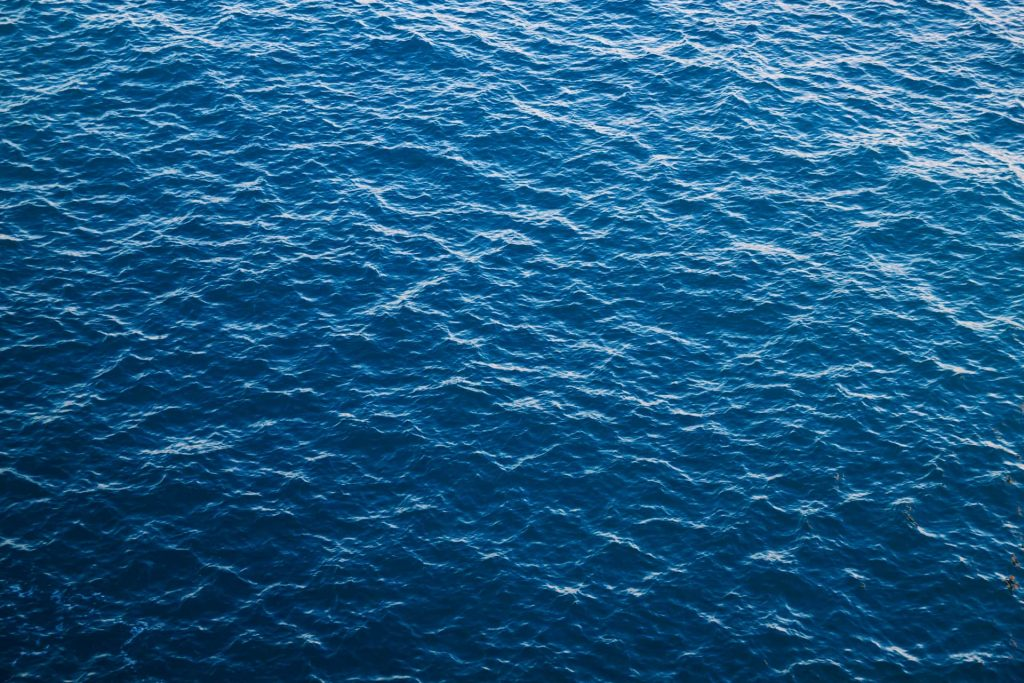 Pantone Classic Blue: il colore che favorisce la riflessione