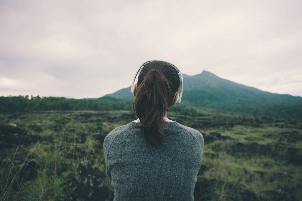 Viaggia con questi 4 podcast da non perdere