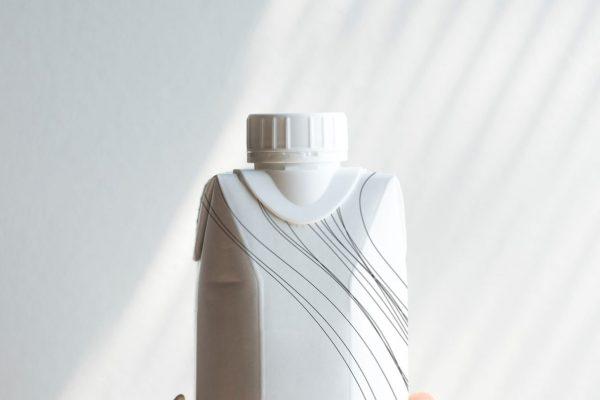Plastica addio: arrivano le bottiglie di carta